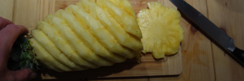 geschälte Ananas