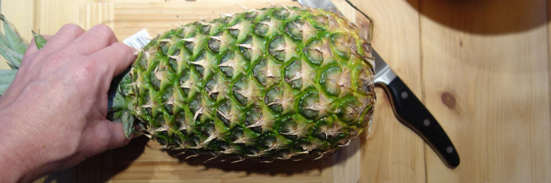 ungeschälte Ananas
