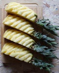 geviertelte Ananas